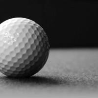 golf puttuing